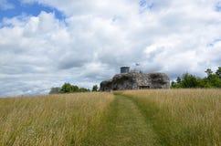 Paisagem colorida com campo e céu e fortaleza militar velha Imagem de Stock Royalty Free