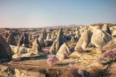 Paisagem colorida das montanhas de Cappadocia, Turquia Imagem de Stock