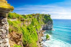 Paisagem colorida do litoral do oceano fotografia de stock royalty free
