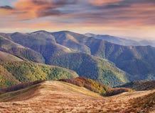 Paisagem colorida do outono nas montanhas Imagens de Stock