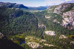 Paisagem colorida do verão em montanhas de Noruega Fotografia de Stock