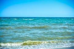 Paisagem com água do mar de turquesa fotografia de stock