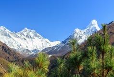 Paisagem com as montanhas altas em Himalaya Imagens de Stock Royalty Free