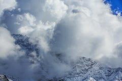 Paisagem com as montanhas altas em Himalaya Fotos de Stock Royalty Free