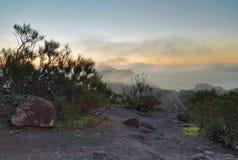 Paisagem com as montanhas cobertas com as nuvens Imagem de Stock Royalty Free
