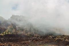 Paisagem com as montanhas cobertas com as nuvens Foto de Stock Royalty Free