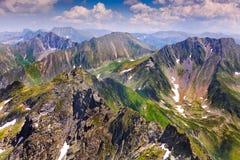 Paisagem com as montanhas de Fagaras em Romania Fotos de Stock