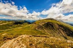 Paisagem com as montanhas espetaculares de Parang Foto de Stock