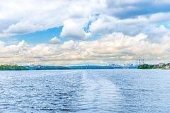 Paisagem com as ondas na água azul Imagem de Stock Royalty Free