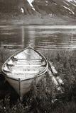 Paisagem com barco, montanha e fiorde. Imagem de Stock Royalty Free