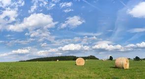Paisagem com céu azul Imagens de Stock Royalty Free