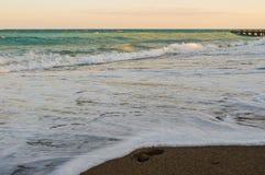 Paisagem com a costa bonita do recurso do Mar Negro Foto de Stock