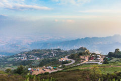 Paisagem com estrada da montanha, Tailândia Imagem de Stock