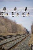 Paisagem com estrada de ferro e sinal de tráfego Fotos de Stock