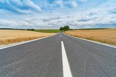 Paisagem com estrada secundária Fotografia de Stock Royalty Free