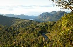 Paisagem com a estrada secundária nas montanhas Foto de Stock Royalty Free