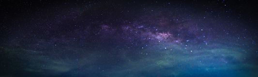 Paisagem com galáxia da Via Látea fotografia de stock
