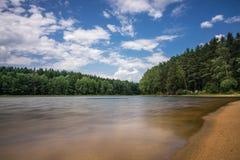 Paisagem com lago Fotos de Stock