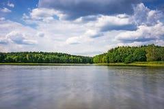 Paisagem com lago Imagens de Stock