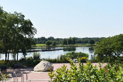 Paisagem com lago e floresta Foto de Stock Royalty Free