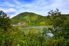 Paisagem com lago e montanhas Imagem de Stock Royalty Free