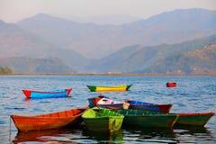 Paisagem com lago e montanhas Fotos de Stock Royalty Free