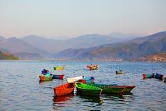 Paisagem com lago e montanhas Imagens de Stock Royalty Free