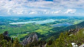 Paisagem com lago Forggensee Baviera e vilas Fotografia de Stock Royalty Free