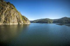Paisagem com lago Vidraru, Romênia Imagens de Stock Royalty Free