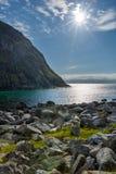 Paisagem com mar, montanhas e carneiros Fotografia de Stock