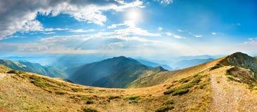 Paisagem com montanhas azuis Fotografia de Stock Royalty Free