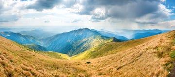 Paisagem com montanhas azuis Imagens de Stock