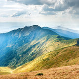 Paisagem com montanhas azuis Fotos de Stock Royalty Free