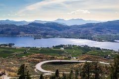 Paisagem com montanhas e lago Fotos de Stock