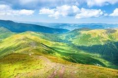 Paisagem com montanhas verdes Imagem de Stock