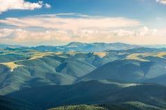Paisagem com montes verdes Fotos de Stock Royalty Free