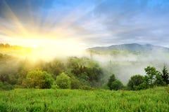Paisagem com névoa nas montanhas Fotografia de Stock