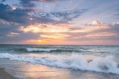 Paisagem com nascer do sol sobre o mar Imagens de Stock Royalty Free