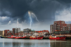 Paisagem com navios e relâmpago Fotos de Stock