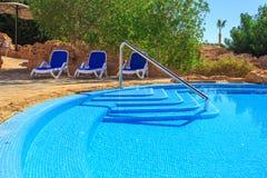 Paisagem com ninguém piscina no hotel de luxo Imagem de Stock
