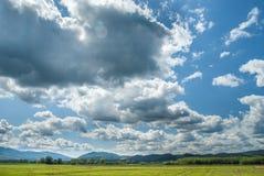 Paisagem com nuvens Fotos de Stock