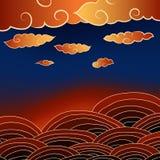 Paisagem com nuvens e campos no por do sol Fotos de Stock