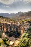 Paisagem com o campo da agricultura, a garganta do rio de Makhaleng e a cachoeira em torno de Malealea, Lesoto fotografia de stock royalty free