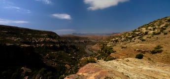 Paisagem com o campo da agricultura, garganta do rio de Makhaleng em torno de Malealea, Lesoto imagens de stock