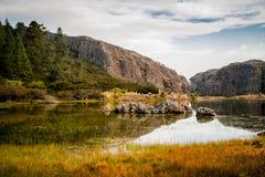 Paisagem com o lago claro da montanha Fotografia de Stock
