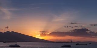 Paisagem com os navios na baía de Izmir Fotos de Stock Royalty Free