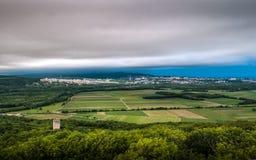 Paisagem com país e cidade Foto de Stock Royalty Free