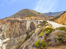 Paisagem com a ponte da angra de Bixby em Califórnia Foto de Stock Royalty Free