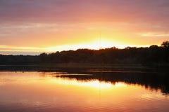 Paisagem com por do sol dourado Fotografia de Stock Royalty Free