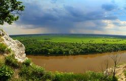 Paisagem com rio e chuva no horizonte Foto de Stock Royalty Free